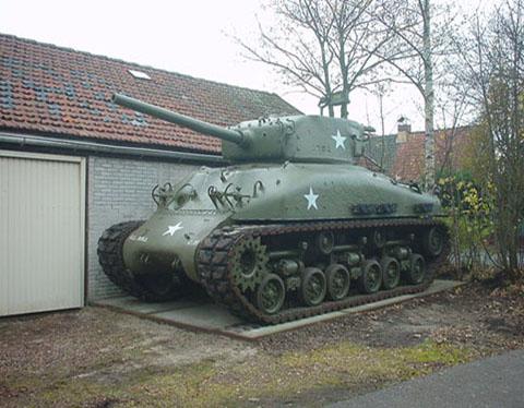 Sherman M4A1E8 (2)